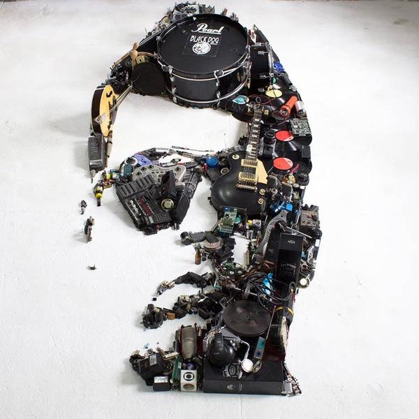 音楽機材や電子機械を積み上げて有名人の肖像画を描く! (6)