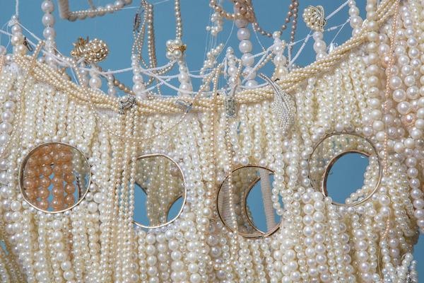 パールネックレスで作られた真珠の海に浮かぶガレオン船 6