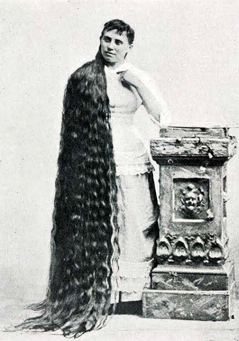 昔の人は髪の毛が超長い!ビクトリア朝の女性の白黒写真 (9)