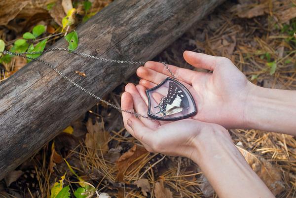 花びらや葉っぱなどの自然が閉じ込められたガラスのネックレス (7)