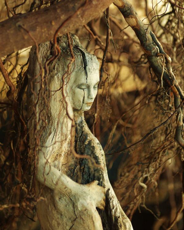 ロマサガのボスっぽい…流木に宿る女性彫刻! (10)