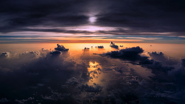 コックピットから撮影された壮大な空の写真 (16)