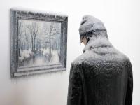 凍えるような寒さが伝わってくる!等身大レプリカと絵画の展示アート