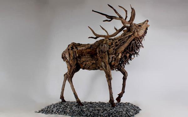 流木で作られたシカの彫像,彫刻