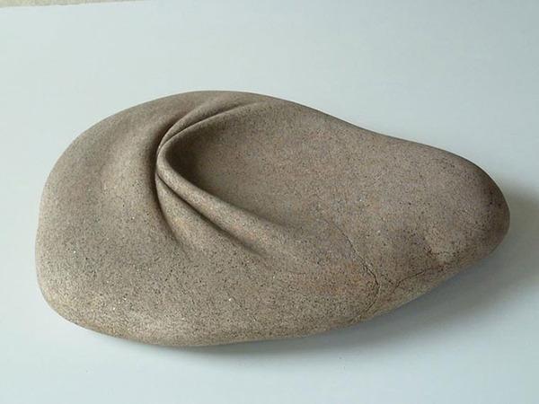 ぐんにゃりペロリと石が曲がる!ねじられた岩や石の彫刻 (8)