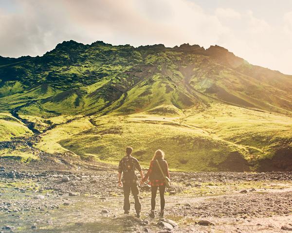 伝統的な結婚式を挙げずにアイスランドを旅したカップル (6)