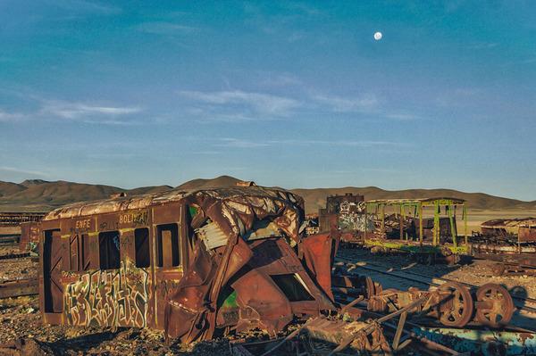世紀末的な風景。ボリビアで放棄された列車の数々の写真 (7)