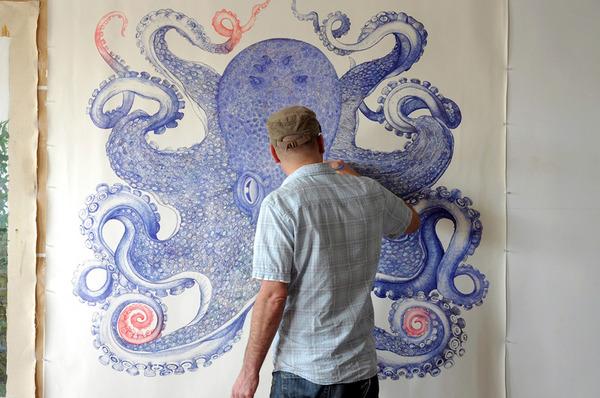 廃棄されたボールペンで1年かけて描かれた巨大なタコの絵 (1)