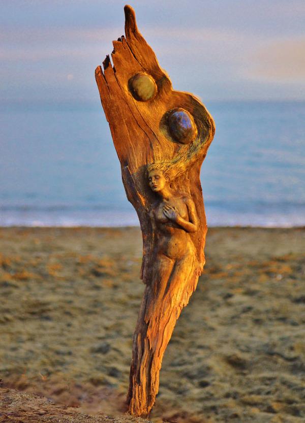 ロマサガのボスっぽい…流木に宿る女性彫刻! (6)