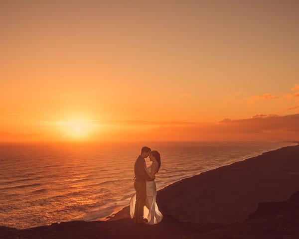 伝統的な結婚式を挙げずにアイスランドを旅したカップル (10)