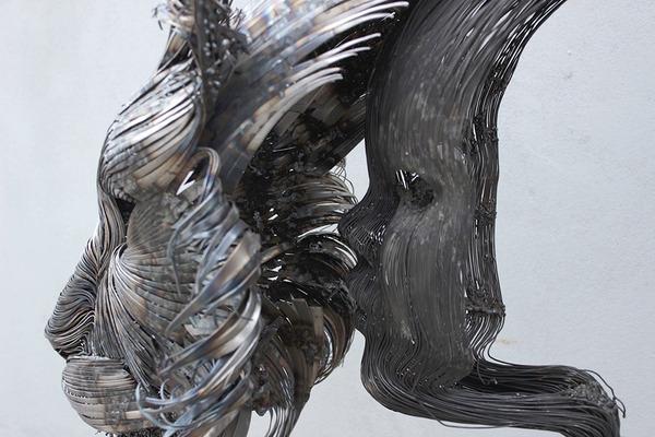 オオヤマネコの金属彫刻 4