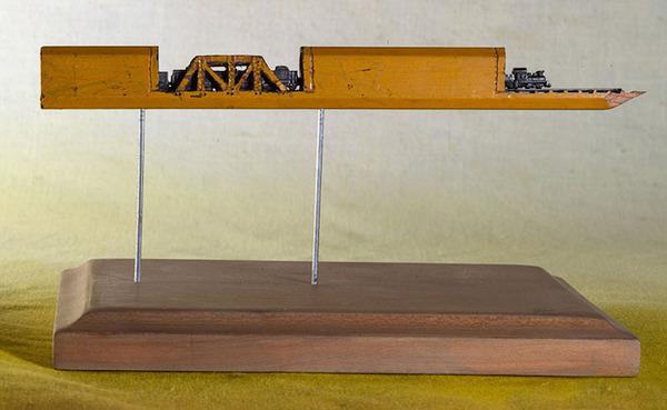手先器用すぎ!機関車他、鉛筆の芯に彫る超小さな彫刻 (4)