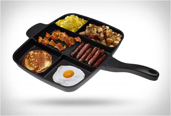 一度に違う食材を沢山焼けるフライパン!Master Pan (2)