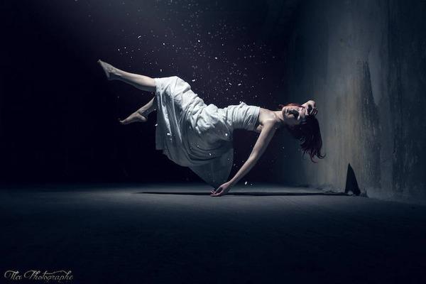 宙に浮かぶ女性。無重力の世界「Gravity Zero」 (2)