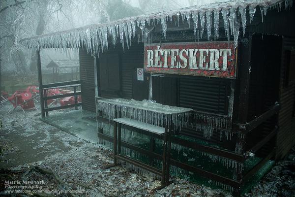 辺り一面が凍てついたブダペスト