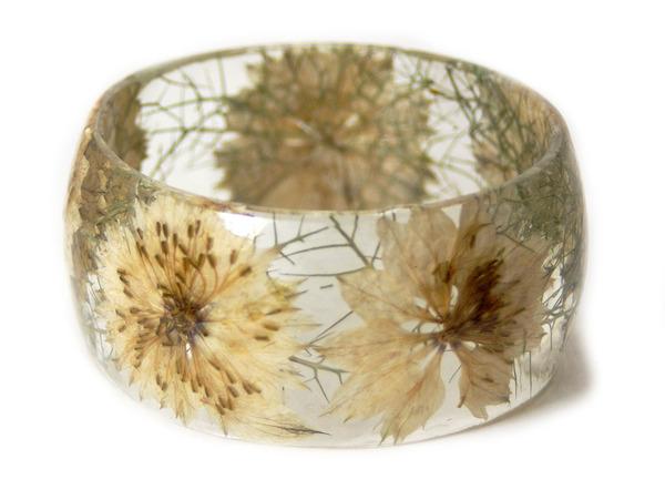 透明な樹脂に花や植物を詰め込んだハンドメイドアクセサリー_ (6)