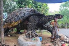 スクラップ金属で作られた巨大なカメ(亀)の彫刻!