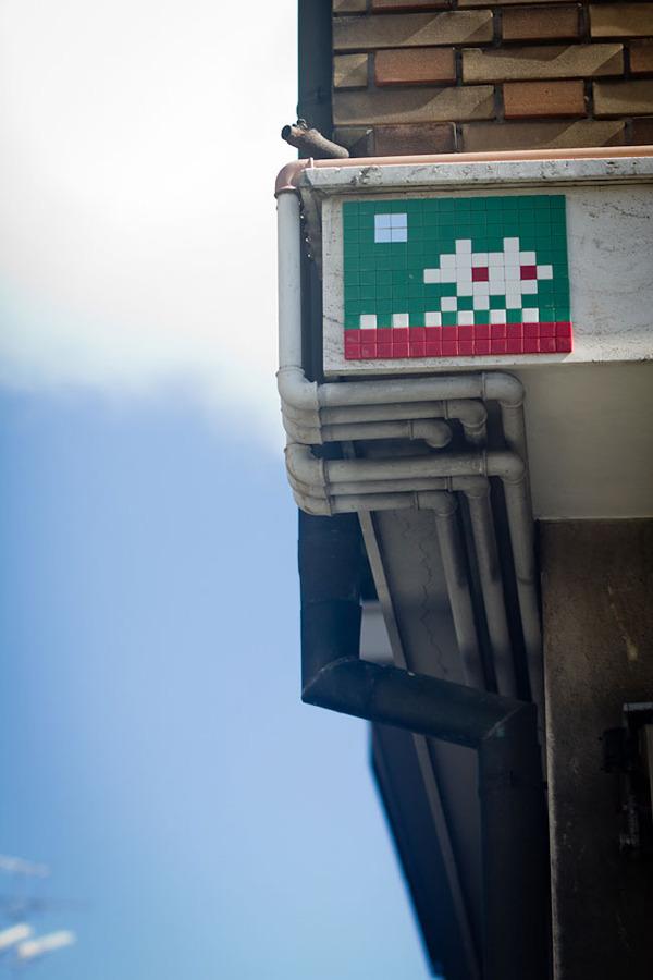 ドット絵の壁画!街を侵略するスペースインベーダー (9)