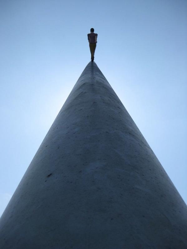 向かって空に歩く人間彫刻 ジョナサン·ボロフスキー 5