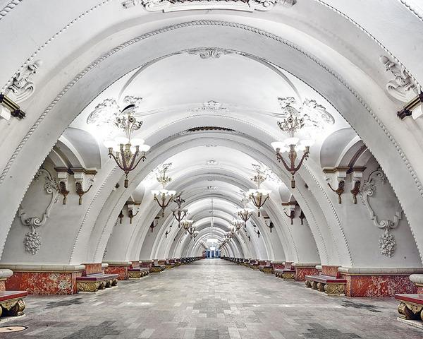 建築美!宮殿のように豪華で美しいロシアの地下鉄の画像 (6)