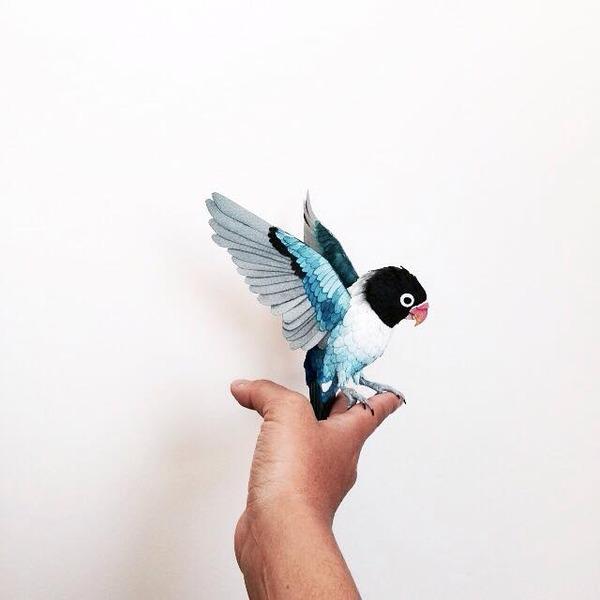 カラフル!リアル!鳥や蝶をモチーフにした紙の彫刻作品 (3)