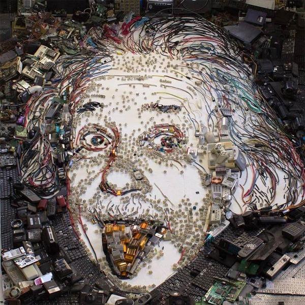 音楽機材や電子機械を積み上げて有名人の肖像画を描く! (11)