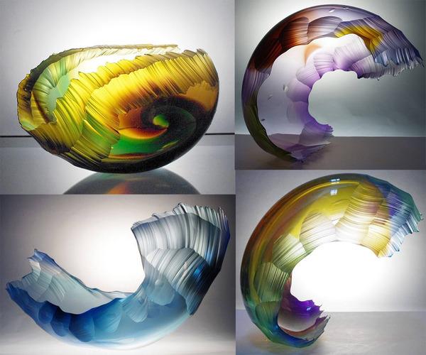 虹カラフル!波の美しさと力強さを表現したガラス彫刻 (3)
