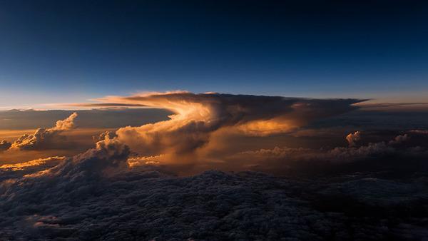 コックピットから撮影された壮大な空の写真 (8)