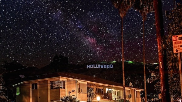 都会の空に星が輝くタイムラプス Sky Glow 2