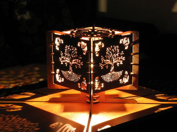 美しい模様が光となって部屋を照らす!レーザーカットのランプ (7)