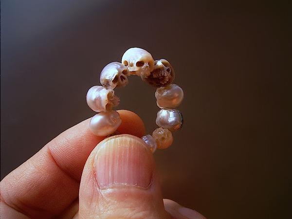 歯もあるよ!日本人デザイナーによる真珠の頭蓋骨 (3)