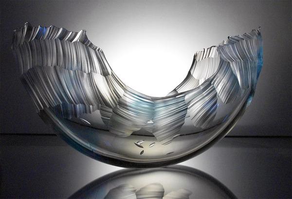 虹カラフル!波の美しさと力強さを表現したガラス彫刻 (5)