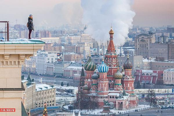 高い所怖い!ロシア女性が超高いビルなどで自撮り画像 (4)