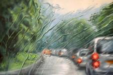 雨に濡れた車のフロントガラス越しの世界を油絵で描く