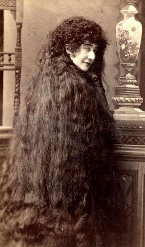昔の人は髪の毛が超長い!ビクトリア朝の女性の白黒写真 (12)