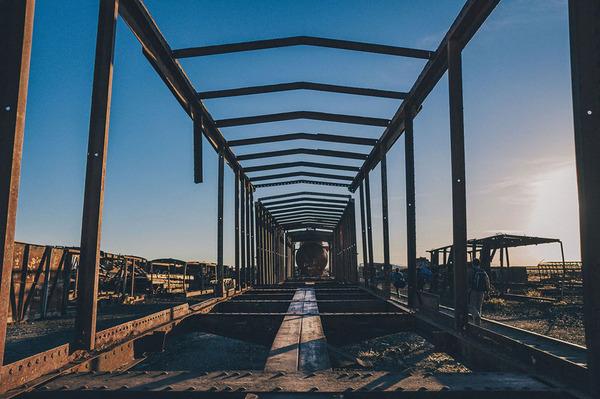世紀末的な風景。ボリビアで放棄された列車の数々の写真 (4)