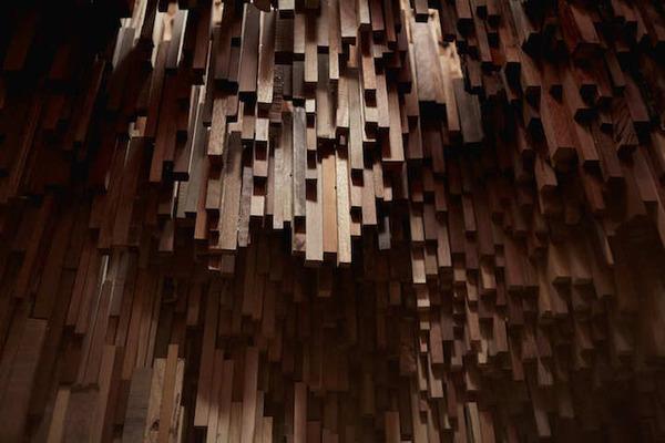 まるで異空間…!膨大な数の木片で構成された秘密の隠れ家 (1)