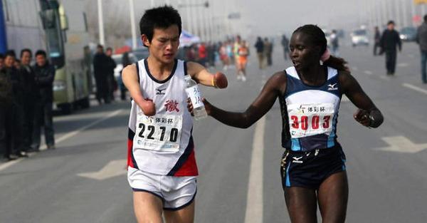 #3 障害者ランナーを手伝うジャクリーン