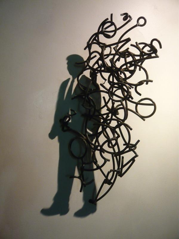 鋼線に光を当てると影の形が生まれるシャドーアート! (7)