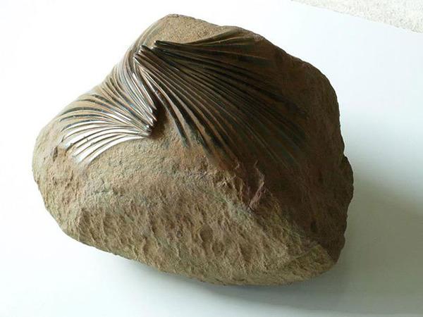 ぐんにゃりペロリと石が曲がる!ねじられた岩や石の彫刻 (6)