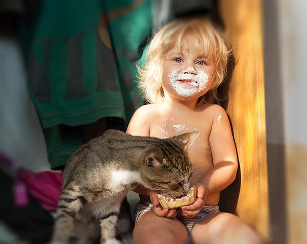 ペットは大切な家族!犬や猫と人間の子供の画像 (13)
