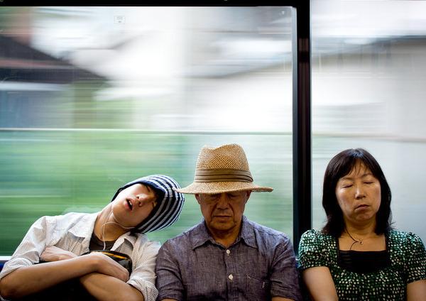 7 電車の中であなたの肩は枕代わりにされることがある