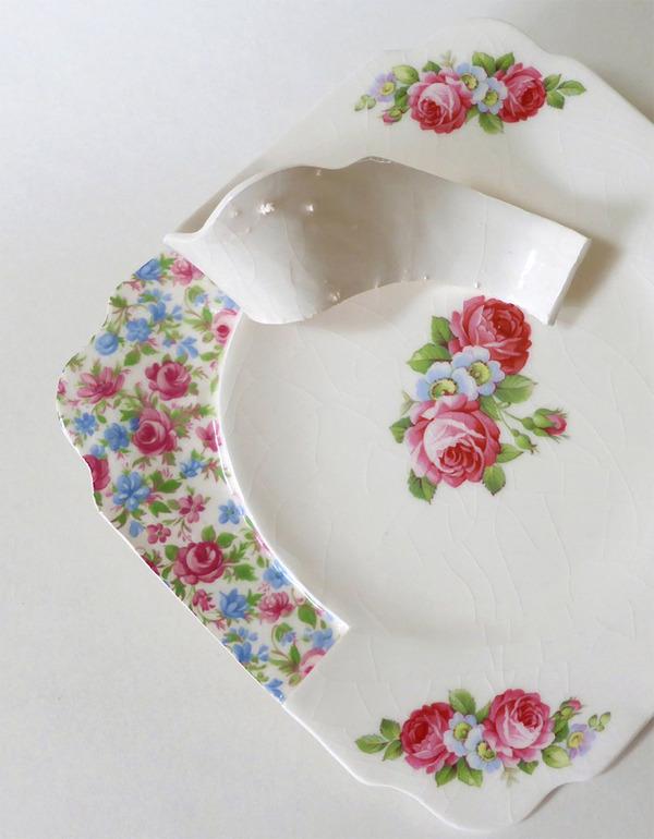 すんごい盛り付けしにくそう。ペロリと捲れた陶器のお皿 (8)