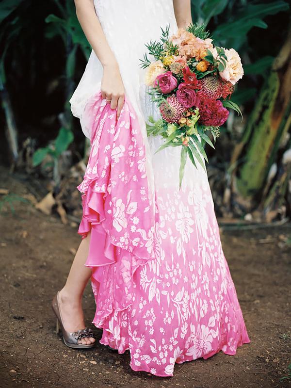 鮮やかなカラーが美しい。色が付いたウェディングドレス (15)