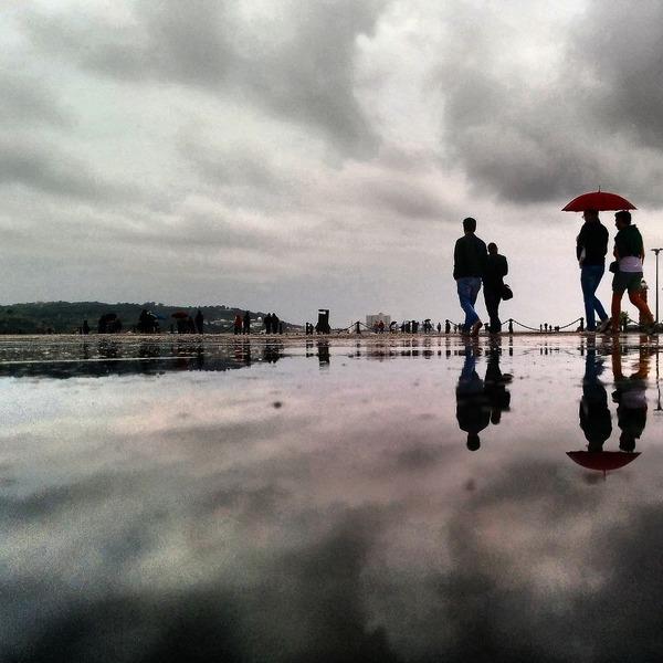 パラレルワールド!水たまりに反射する街の風景写真 (8)