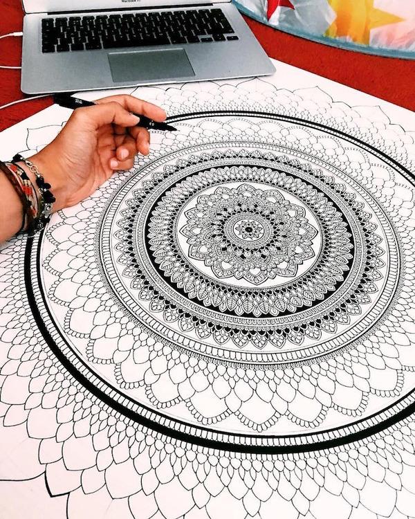 忍耐の賜物…手描きの曼荼羅模様がすごい (9)