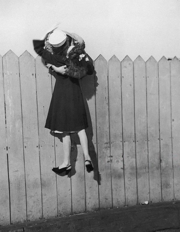 戦時中のラブストーリー。別れを惜しむ恋人たちのキス画像など (9)