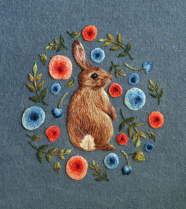刺繍で作られた小さい可愛い動物 野うさぎ
