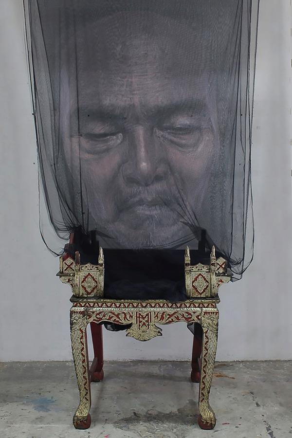 幽霊のように浮かぶ!薄手の生地に描かれた肖像画 (2)