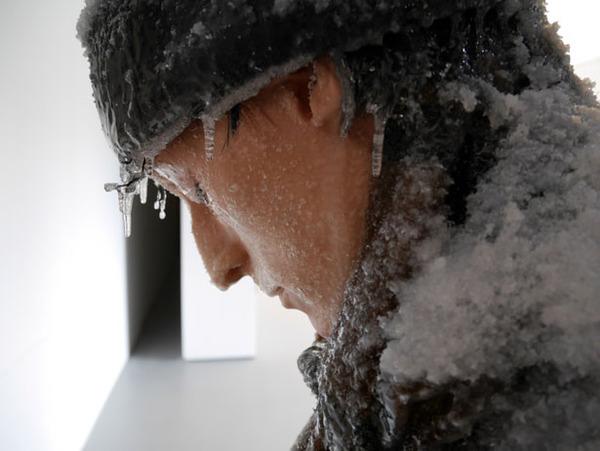 凍えるような寒さが伝わってくる!等身大レプリカと絵画の展示 (3)